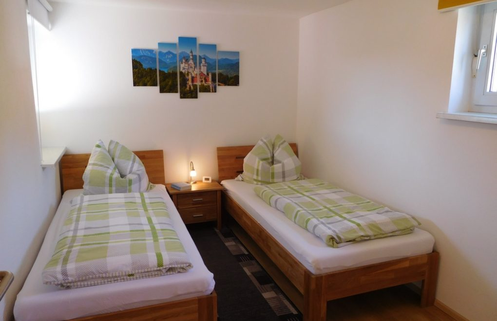 ferienwohnung-nesselwang-schlafzimmer-001